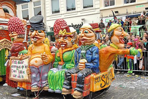 Kleurrijke parade wagen carnaval